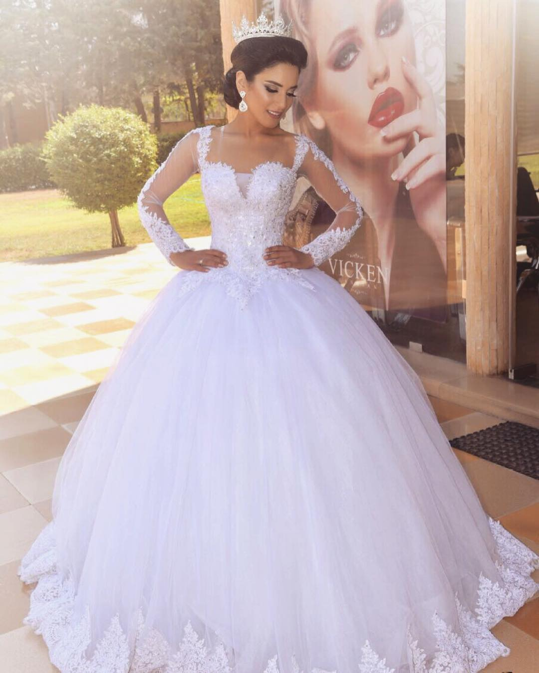 Formal Long Sleeve Wedding Dress,White Tulle White Wedding Dresses,Ball Gown Bridal Dresses with Appliques
